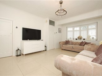 3 bedroom end of terrace house in Romford