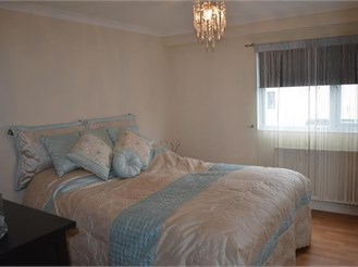 3 bedroom end of terrace house in Chigwell