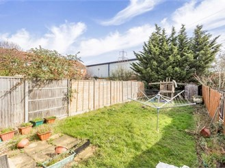 3 bedroom semi-detached house in Beckton, London