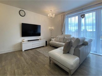 2 bedroom ground floor apartment in Barking