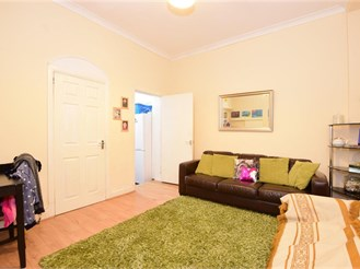 2 bed ground floor flat in Ilford
