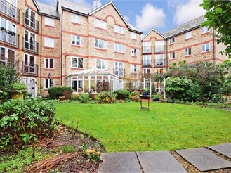 1 bedroom first floor flat in Woodford Green
