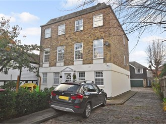3 bedroom town house in Chigwell