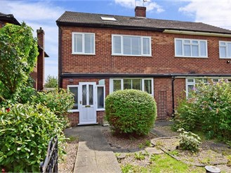 5 bedroom semi-detached house in Waltham Abbey