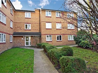 1 bedroom first floor flat in Stratford