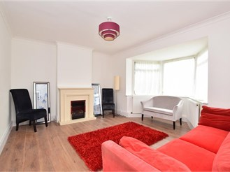 3 bedroom semi-detached house in Hainault, Ilford