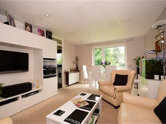 2 bedroom second floor flat in Chigwell