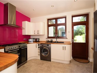 4 bedroom semi-detached bungalow in Woodford Green