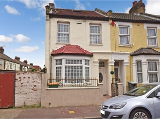 3 bedroom end of terrace house in East Ham, London