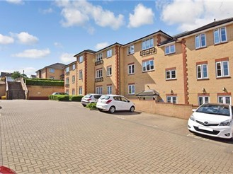 1 bedroom first floor retirement flat in Clayhall, Ilford
