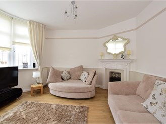 4 bedroom terraced house in Chingford