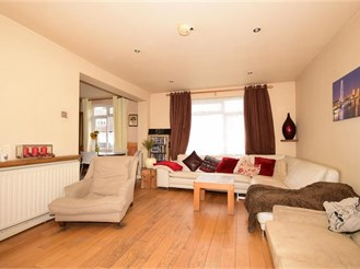 3 bedroom end of terrace house in London IG11