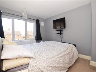 3 bedroom end of terrace house in Erith
