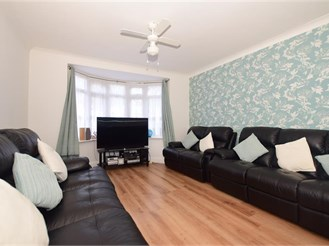 3 bedroom terraced house in Gravesend