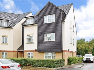 2 bedroom top floor apartment in Chigwell