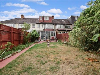 4 bedroom terraced house in Ilford