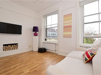 1 bedroom first floor converted flat in Wanstead