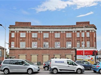 2 bedroom top floor apartment in Barkingside, Ilford
