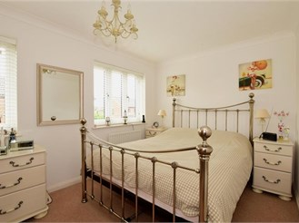 3 bedroom semi-detached house in Epping Green, Epping