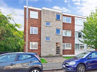 2 bedroom first floor flat in Chingford
