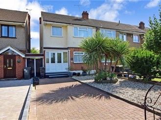3 bedroom end of terrace house in Waltham Abbey