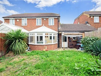 3 bedroom semi-detached house in South Ockendon