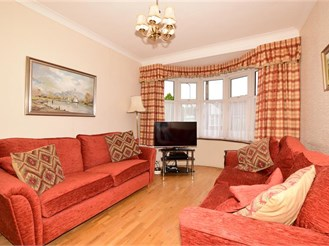 4 bedroom semi-detached house in Ilford