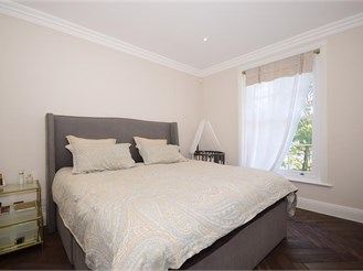 2 bedroom top floor converted flat in Woodford Green