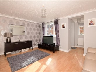 3 bedroom semi-detached house in Steeple View