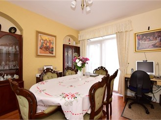 3 bedroom terraced house in Chingford