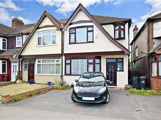 3 bedroom semi-detached house in Chingford, London