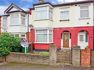 3 bedroom terraced house in Walthamstow, London