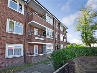 2 bedroom ground floor flat in East Ham