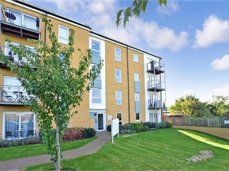 2 bedroom second floor apartment in Hornchurch
