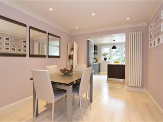 3 bedroom end of terrace house in Woodford Green