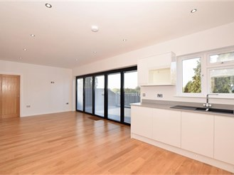 4 bedroom detached house in Hornchurch