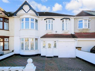6 bedroom terraced house in Ilford