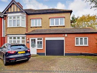 4 bedroom semi-detached house in South Woodford