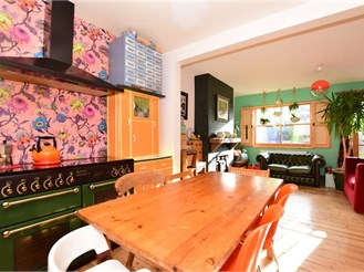 4 bedroom terraced house in Walthamstow