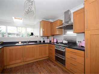 5 bedroom town house in Basildon