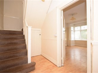 3 bedroom detached house in Gants Hill, Ilford