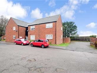 2 bedroom top floor flat in Thornwood, Epping