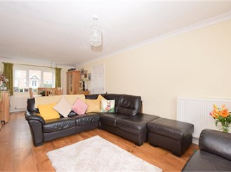 5 bedroom detached house in Allhallows, Rochester