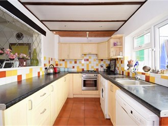 3 bedroom semi-detached house in Ilford