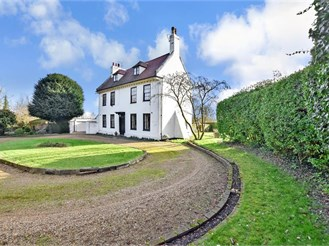 6 bedroom detached house in Rochester