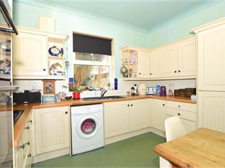 4 bedroom end of terrace house in Gravesend