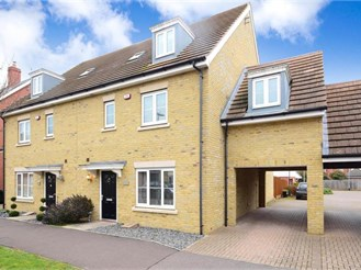 5 bedroom semi-detached house in Epping