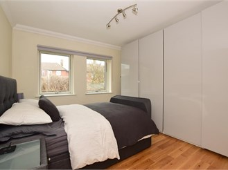 1 bedroom first floor flat in Chigwell