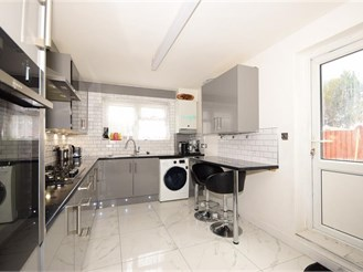 5 bedroom end of terrace house in London E17