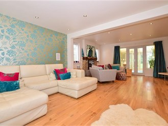 5 bedroom detached house in Meopham